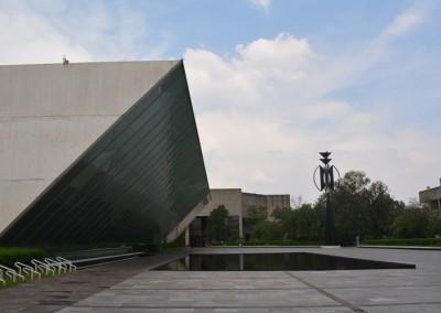 Fachada del Museo Universitario de Arte Contemporáneo