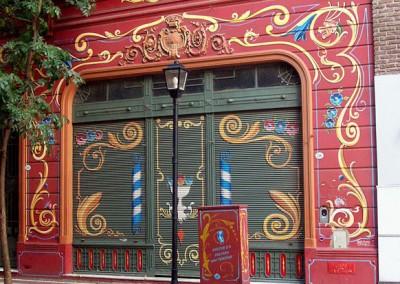 "Wikicommons / FILETEADO PORTEÑO: Buenos Aires, calle Jean Jaures 709 (""Paseo del Filete"") frente pintado por Tulio Ovando"