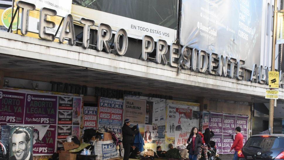 BARRANCA ABAJO: AGONIZA EL TEATRO PORTEÑO